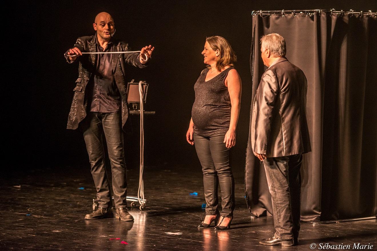 Axel lupin aquitaine magicien pyrenees atlantique scene grande illusion spectacle