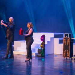 Axel lupin magicien scene grande illusion spectacle enfants cabaret aquitaine