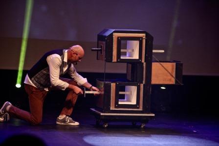 Magicien axel lupin spectacle de magie enfants anniversaire landes pyrenees atlantiques aquitaine magie